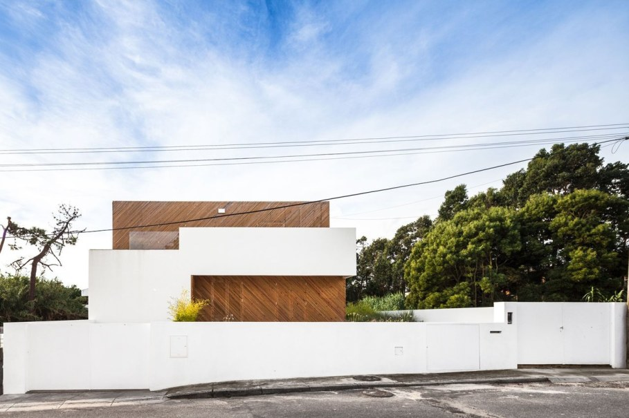 Silver Wood House By Ernesto Pereira 1