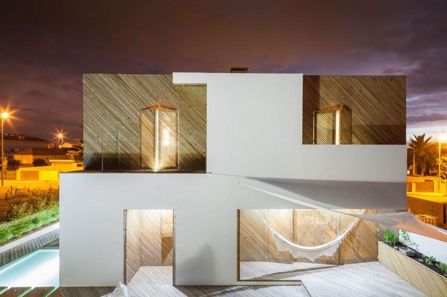 Silver Wood House By Ernesto Pereira 11
