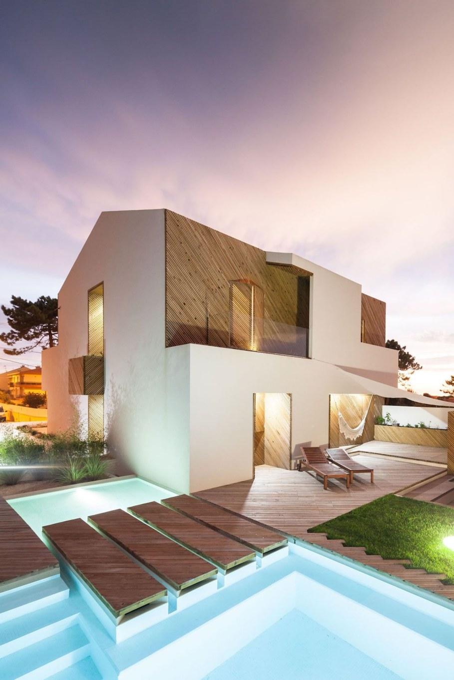 Silver Wood House By Ernesto Pereira 13