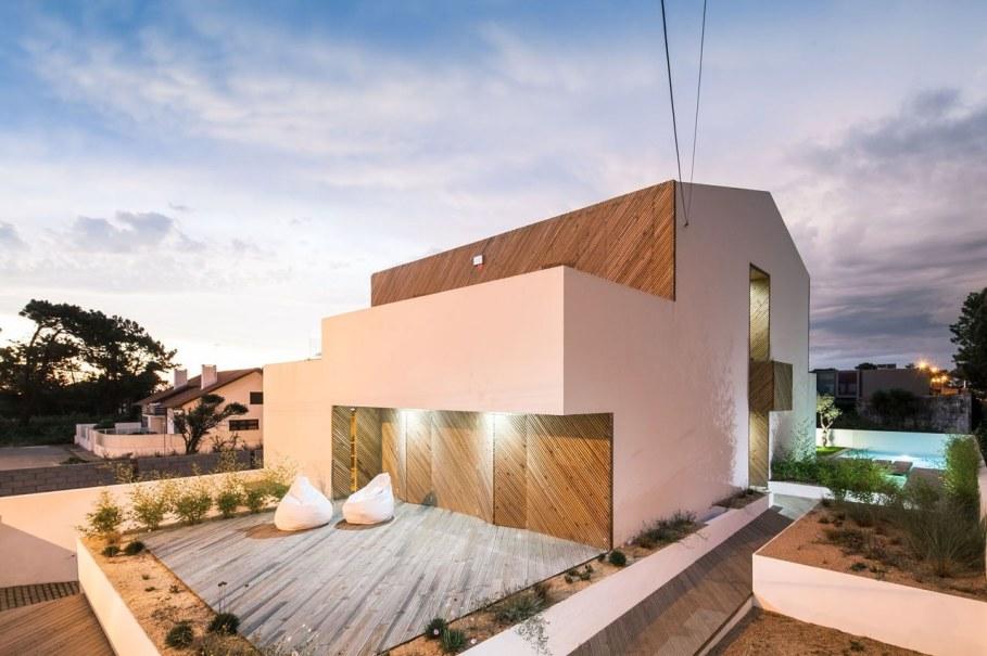 Silver Wood House By Ernesto Pereira 14