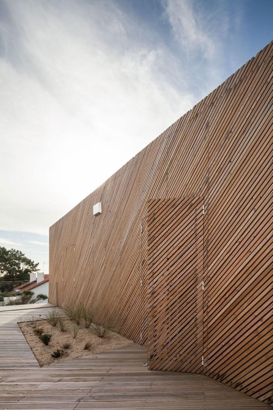 Silver Wood House By Ernesto Pereira 2