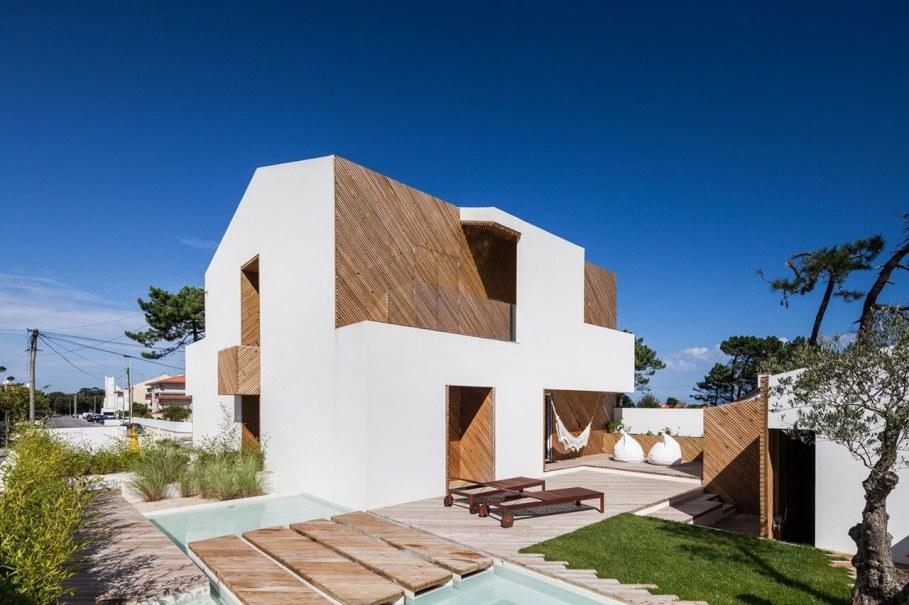 Silver Wood House By Ernesto Pereira 3
