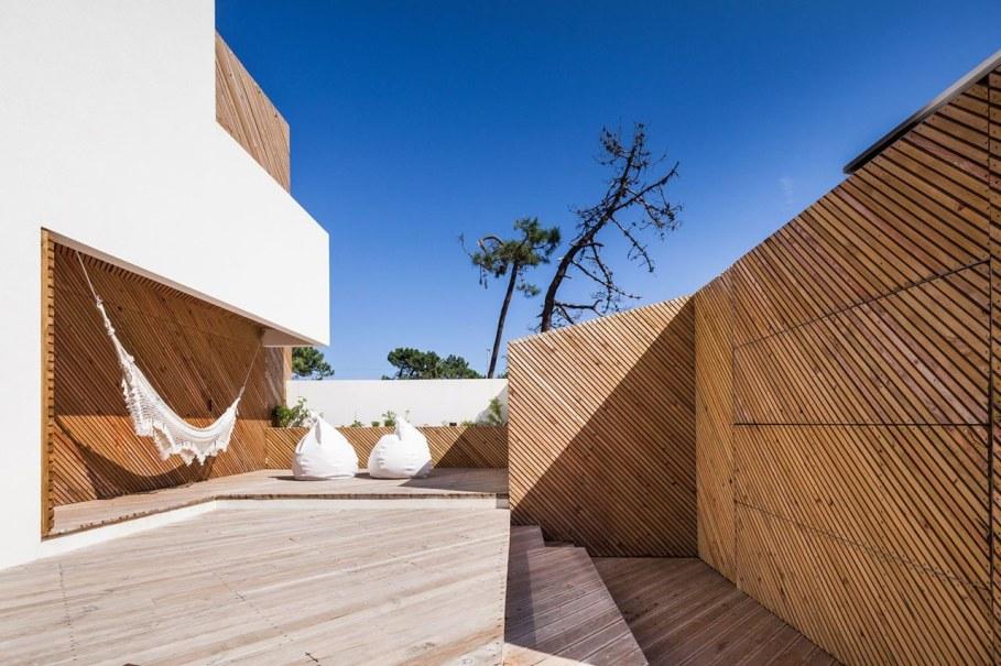 Silver Wood House By Ernesto Pereira 5