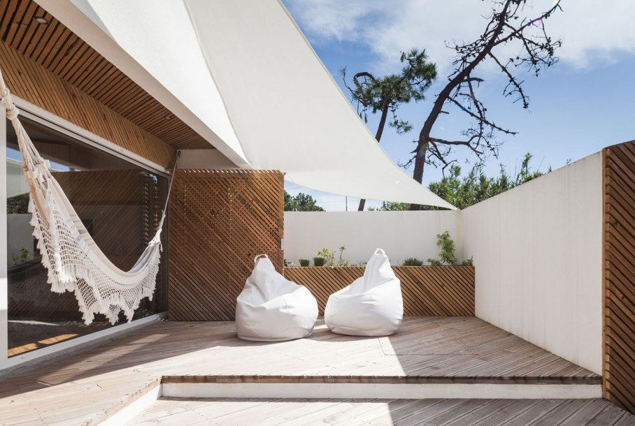 Silver Wood House By Ernesto Pereira 6