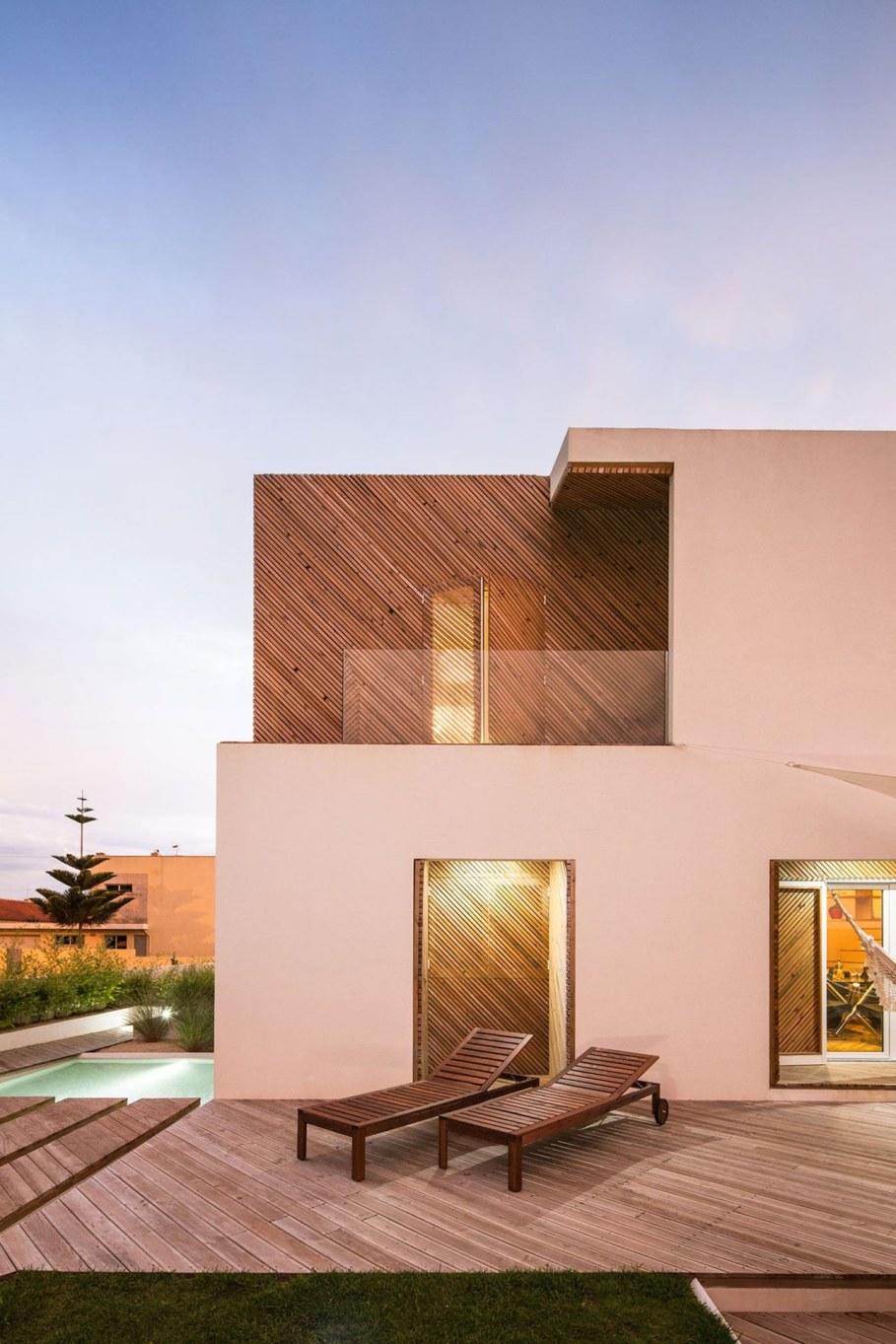Silver Wood House By Ernesto Pereira 8
