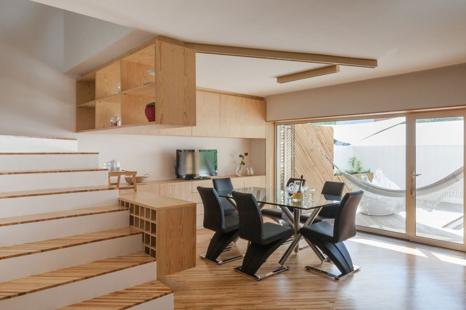 Silver Wood House By Ernesto Pereira - Dining room