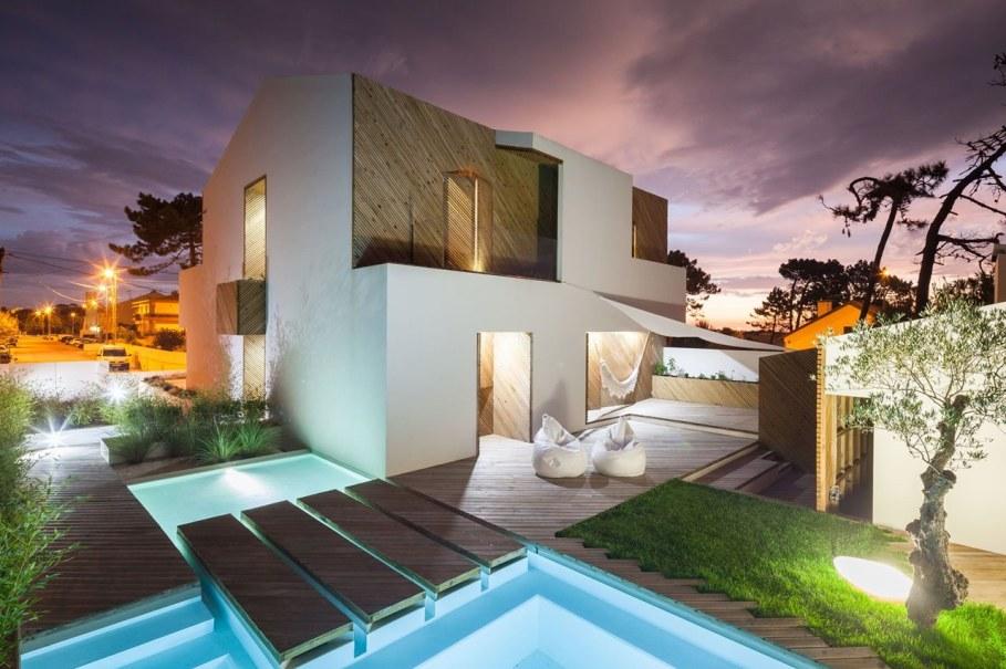Silver Wood House By Ernesto Pereira - Facade