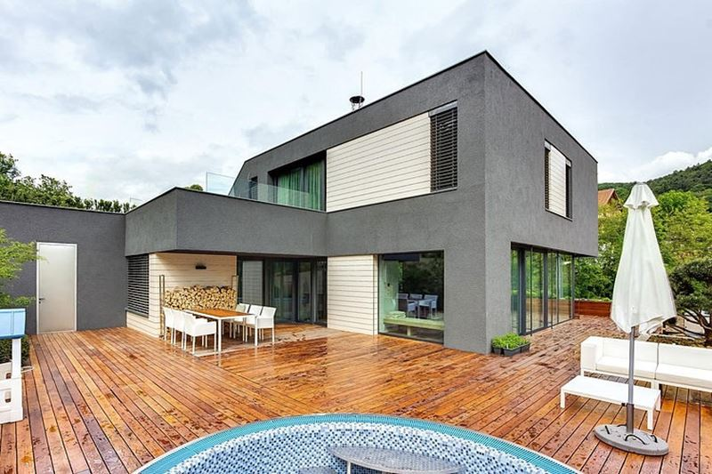 This modern three-story house - large outdoor terrace