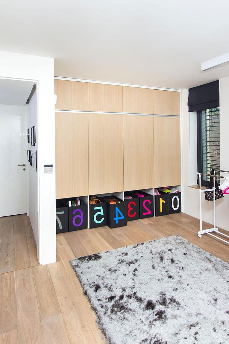 This modern three-story house - room for children - Numerous toys are carefully put into the lockers