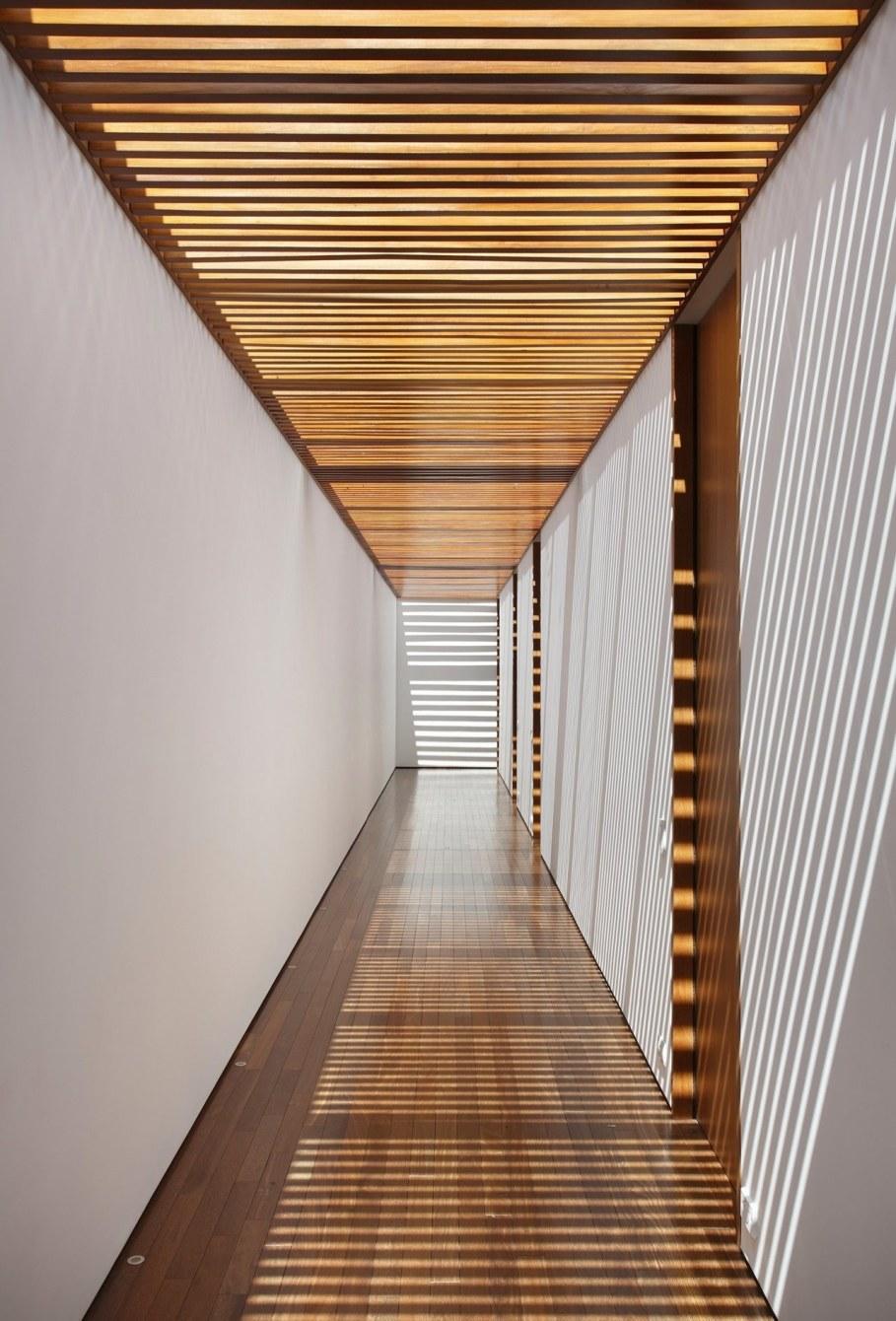 AN House From Studio Guilherme Torres - Corridor