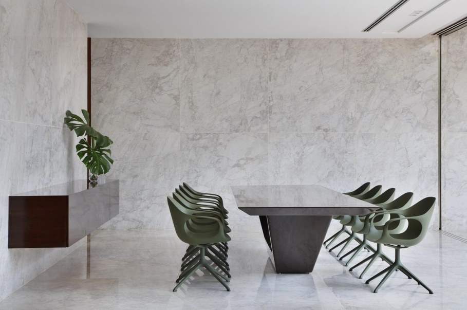 AN House From Studio Guilherme Torres - Dining table 2