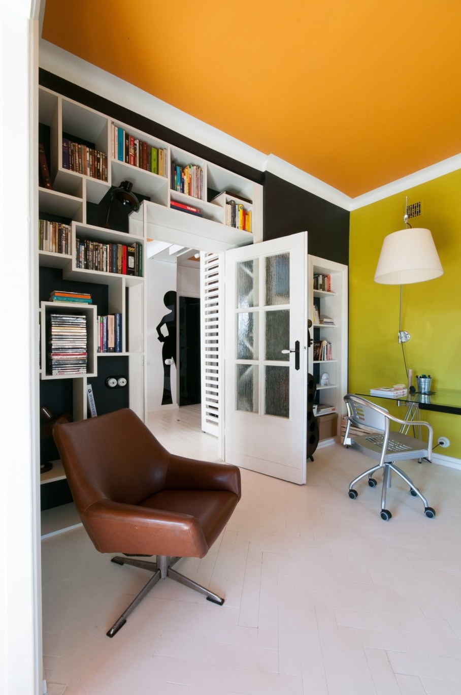 Bright and stylish interior of the apartment in Warsaw - Workplace