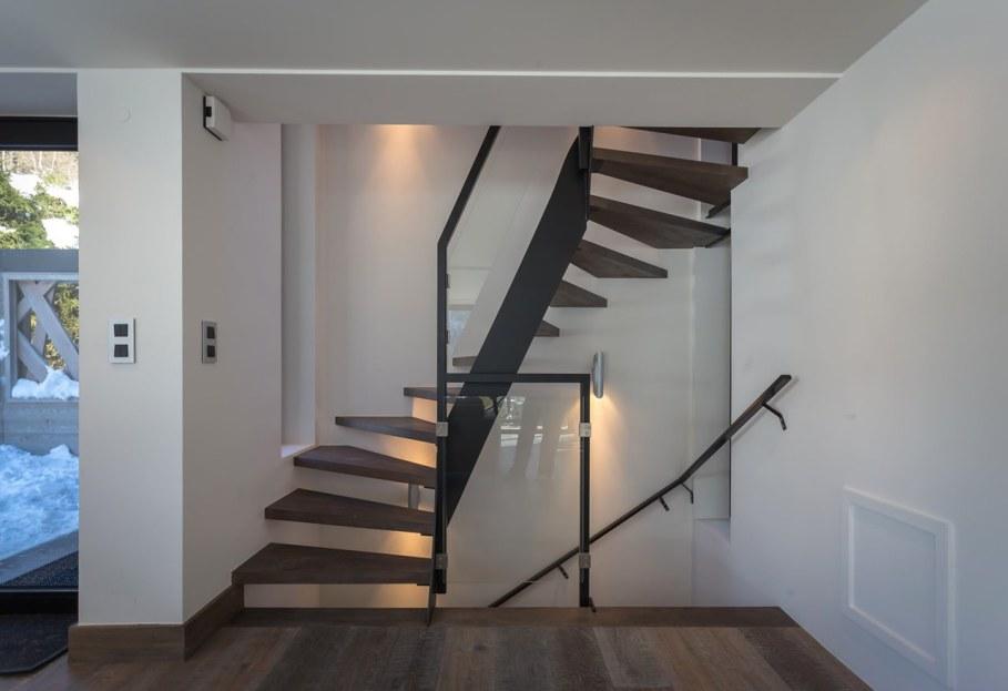 Chalet Dag in Chamonix by Chevallier Architectes - Staircase