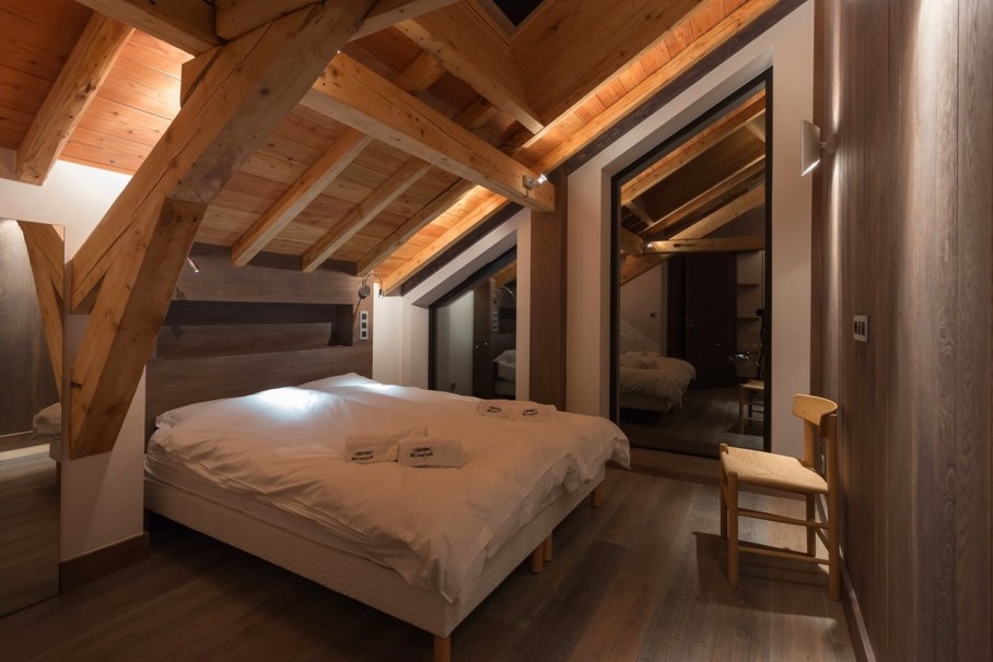 Dag Chalet In France - Bedroom design ideas