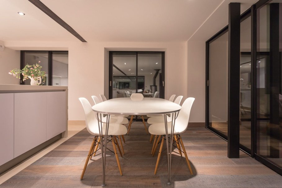 Dag Chalet In France - Dining table
