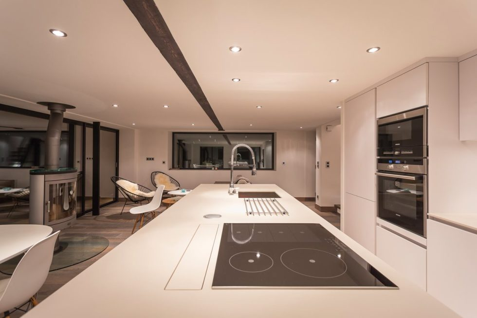 Beige kitchen lesign