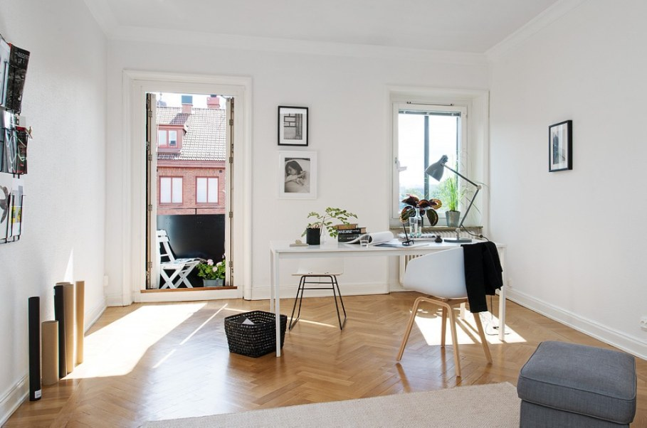 Home office in Scandinavian style - dominate more neutral colors and minimalism