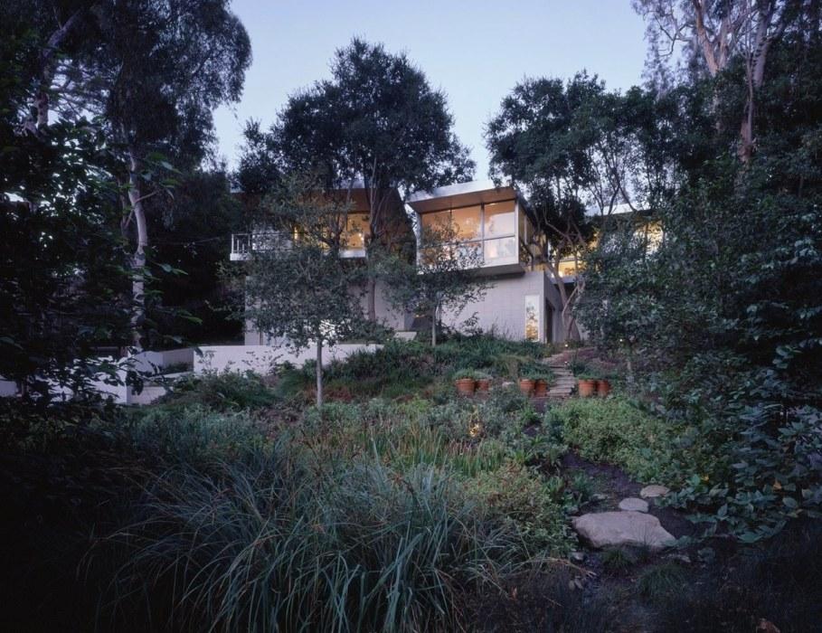 House in Los Angeles from Marmol Radziner - Garden