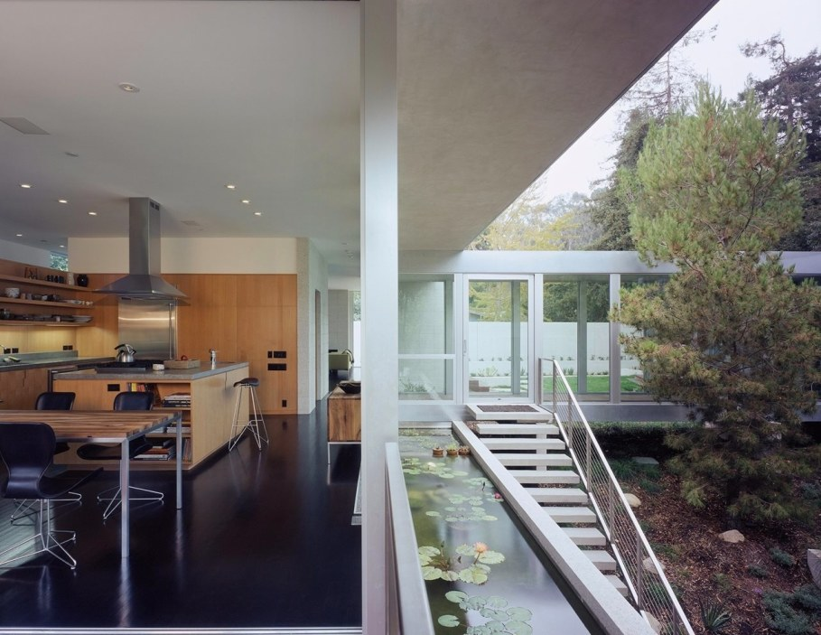 House in Los Angeles from Marmol Radziner - Kitchen