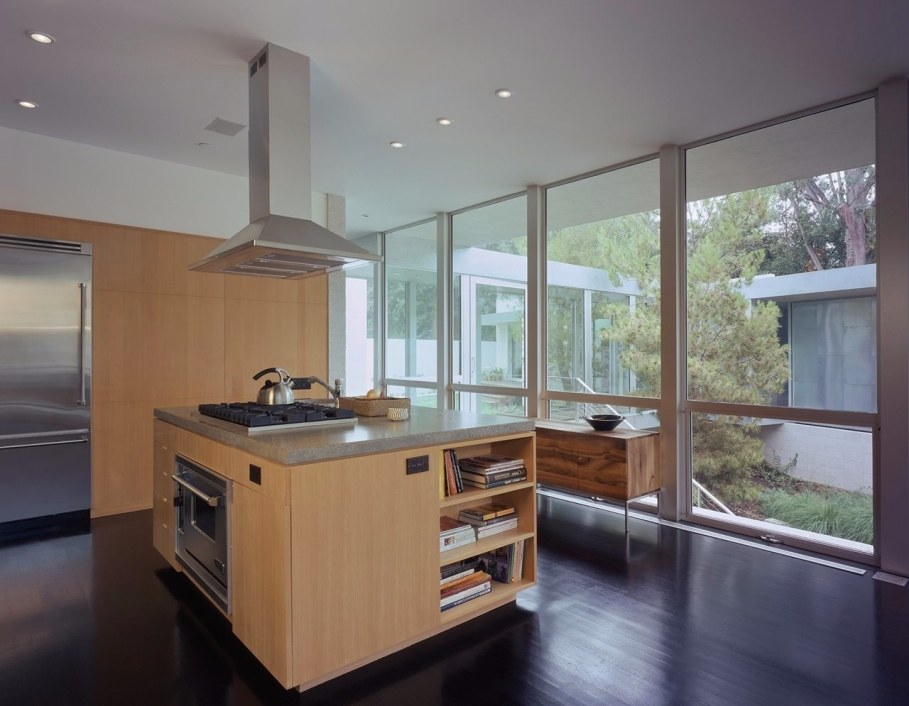 House in Los Angeles from Marmol Radziner - Kitchen island