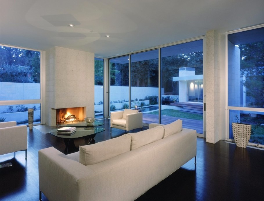 House in Los Angeles from Marmol Radziner - Living room