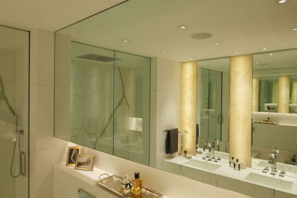 Kensington Place - Bathroom with large mirrors