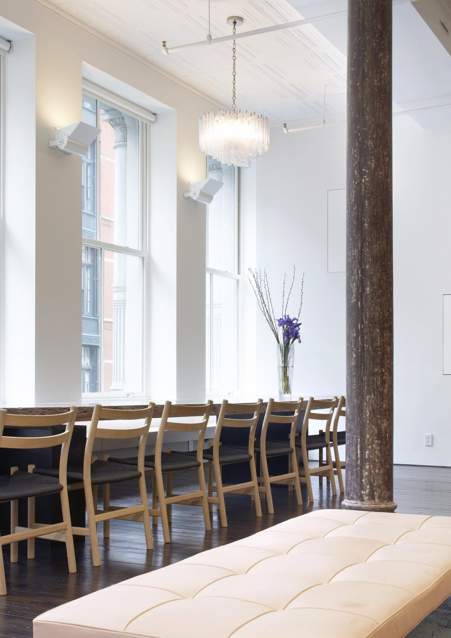 Loft Of 300 square meters in New York - Dining table 2