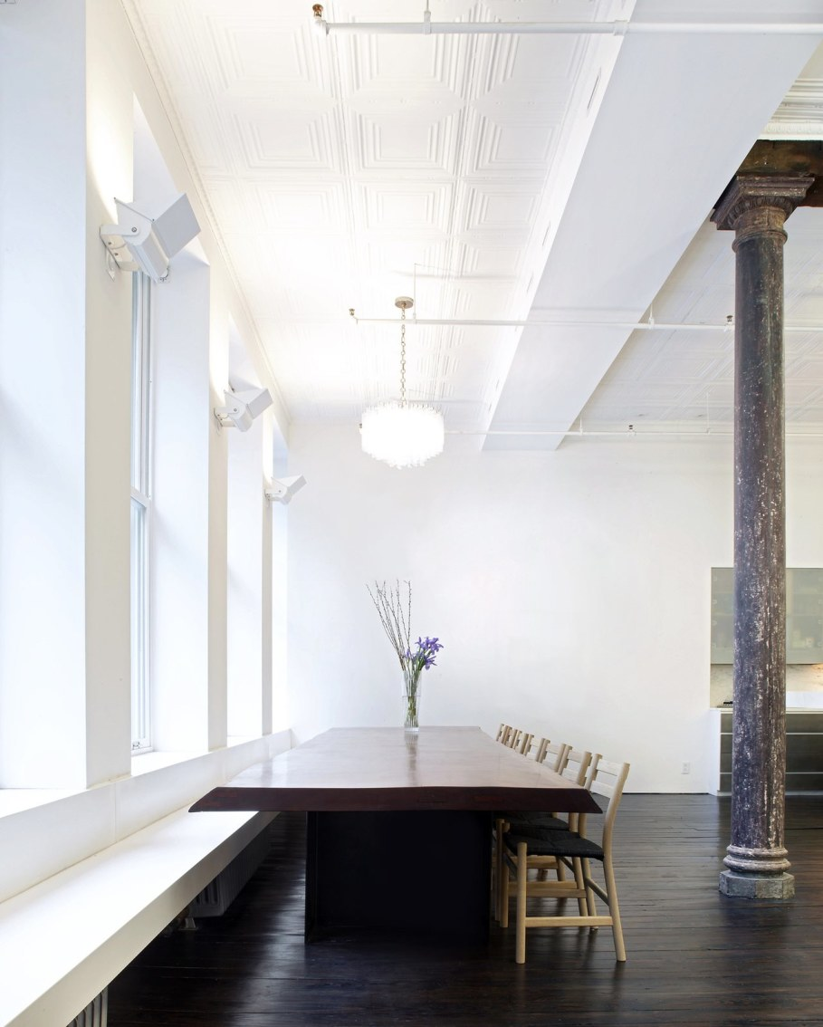 Loft Of 300 square meters in New York - Dining table