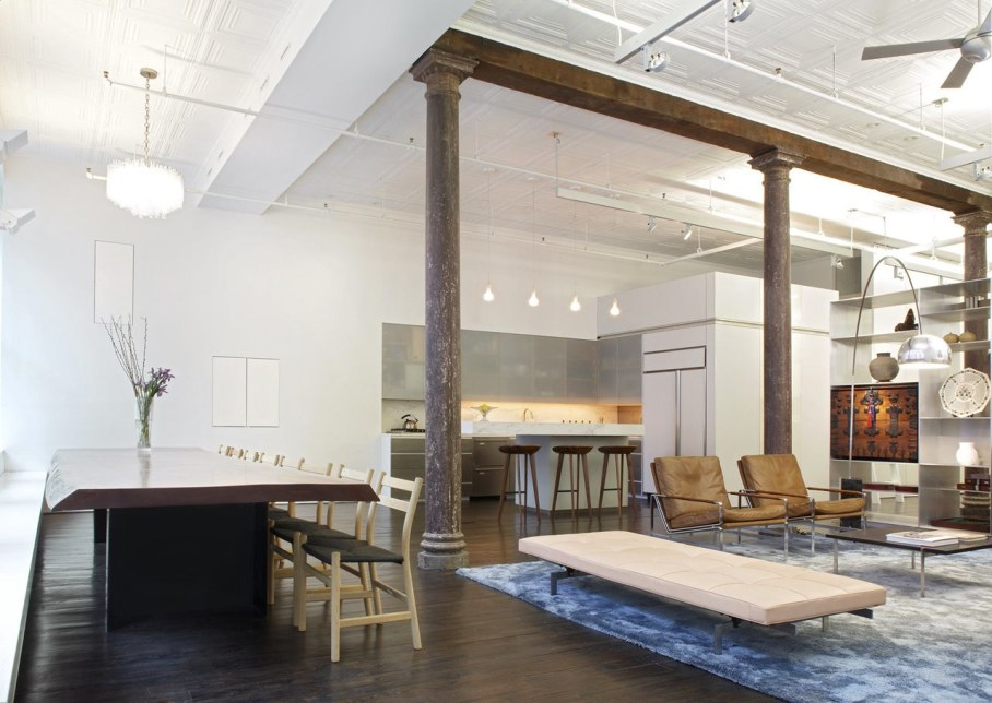 Loft Of 300 square meters in New York - Living room anf dining table