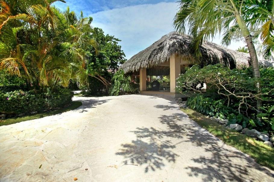 Onshore Villa At The Dominican Republic - Tropical garden