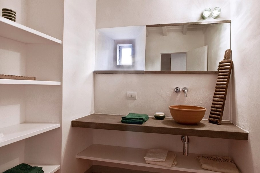Renovation Of The Former Monastery Building in Tuscany - Bathroom