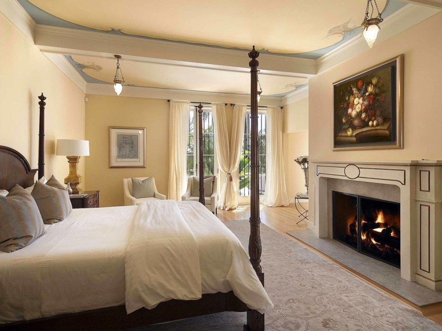 Santa Barbara 'Scarface' Mansion - Bedroom