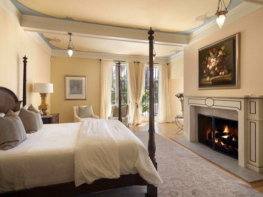 Santa Barbara 'Scarface' Mansion - Bedroom