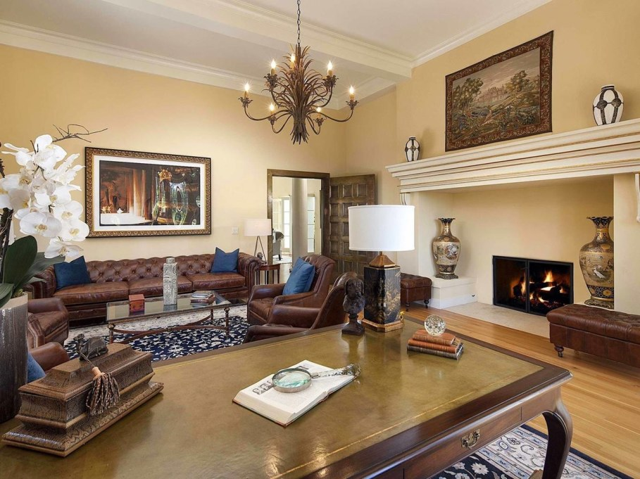 Santa Barbara 'Scarface' Mansion - Living room 3