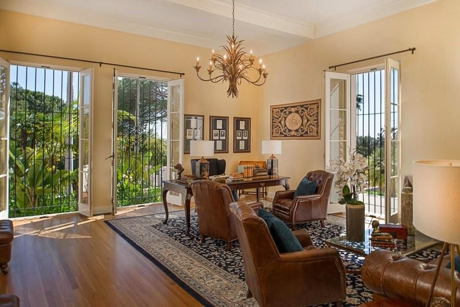 Santa Barbara 'Scarface' Mansion - Living room 4