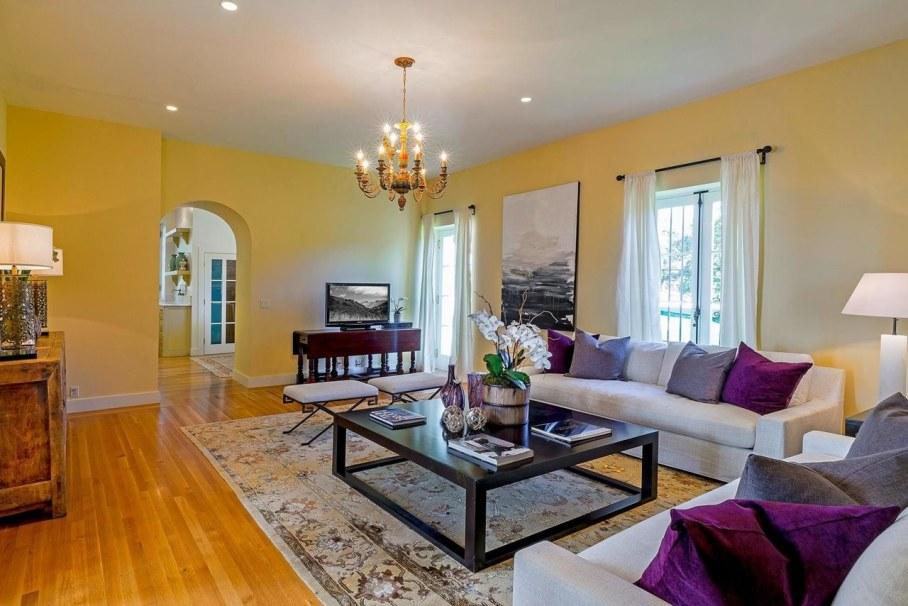 Santa Barbara 'Scarface' Mansion - Living room 5