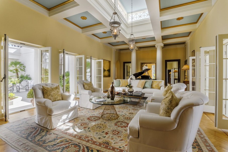 Santa Barbara 'Scarface' Mansion - Living room
