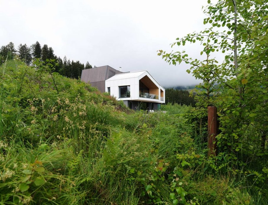 The House With a Mountain View 4