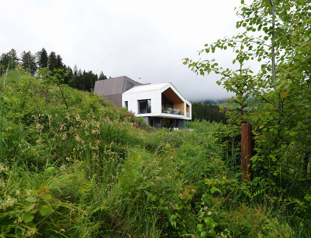 The house with a mountain view in austria from sono arhitekti for Mountain house plans with a view