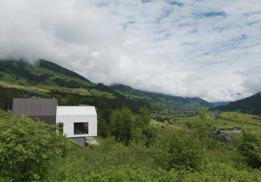 The House With a Mountain View 5