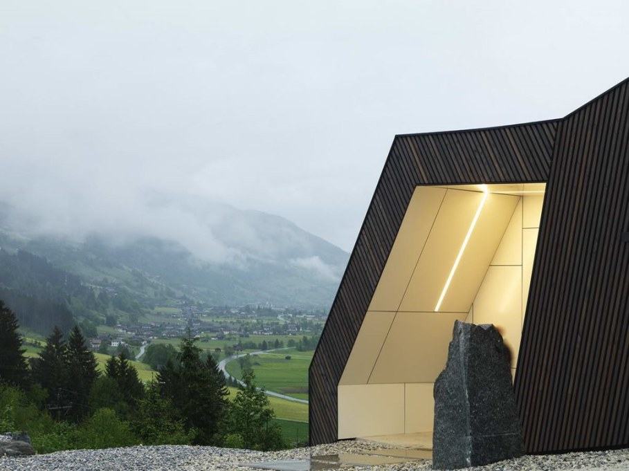 The House With a Mountain View