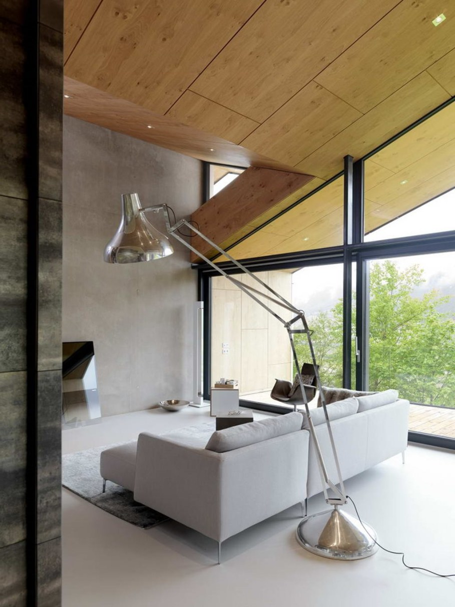 The House With a Mountain View - Living room
