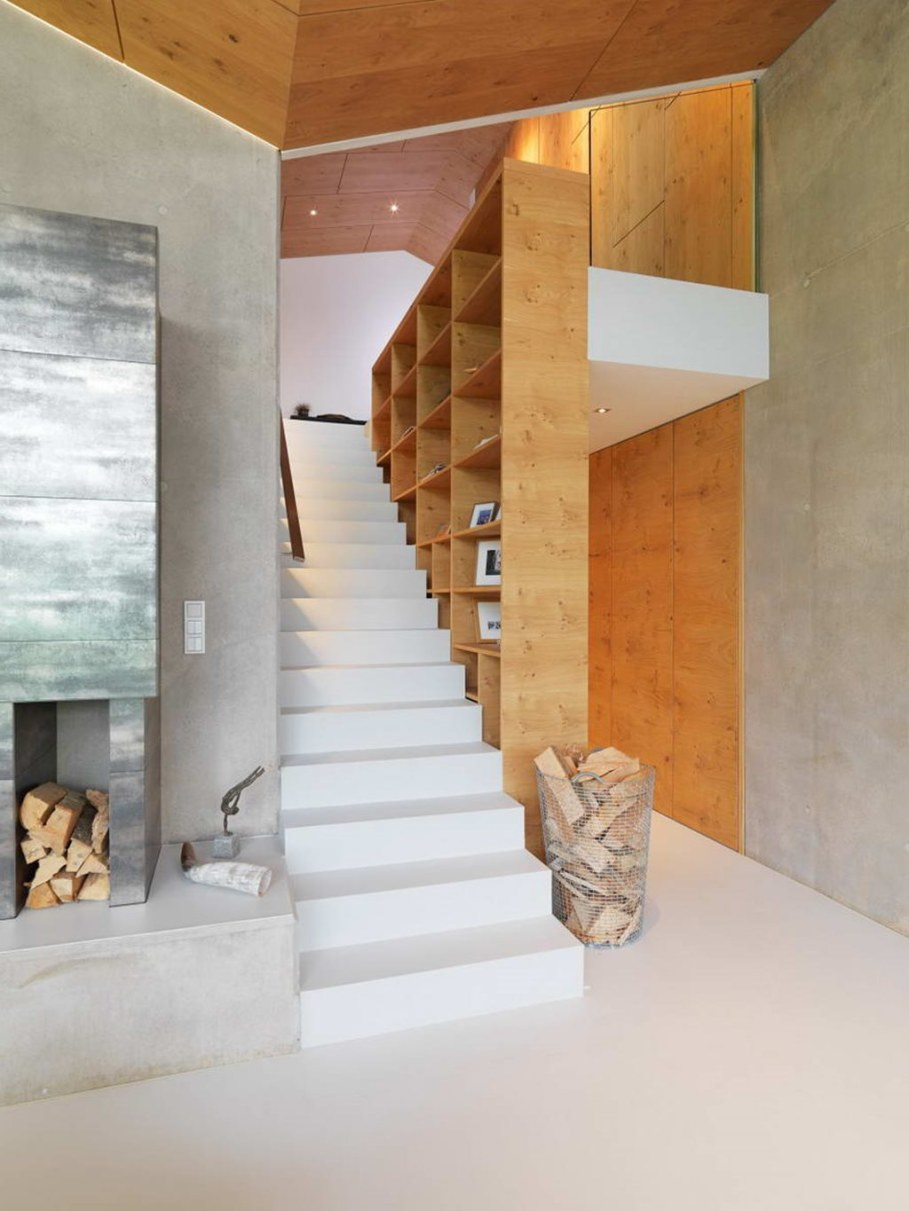 The House With a Mountain View - Staircase 2