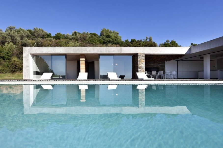The shining Plane House residence on the Greek island - swimming pool 2