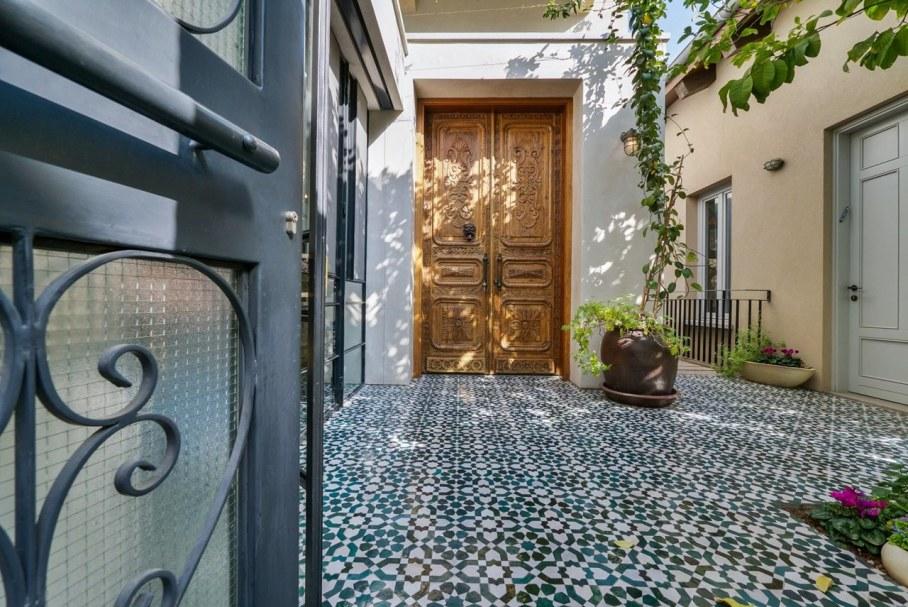 Villa from Witt Architects In Tel-Aviv - Entrance