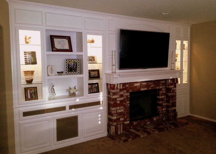 Decorate the zone around the fireplace - Complete niches and shelves