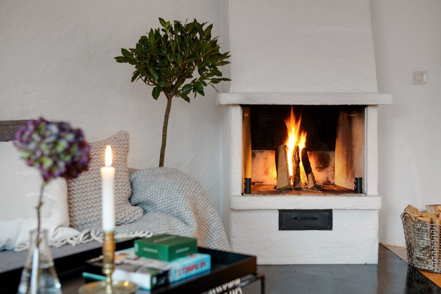 Decorate the zone around the fireplace - scandinavian style - simplicity in design