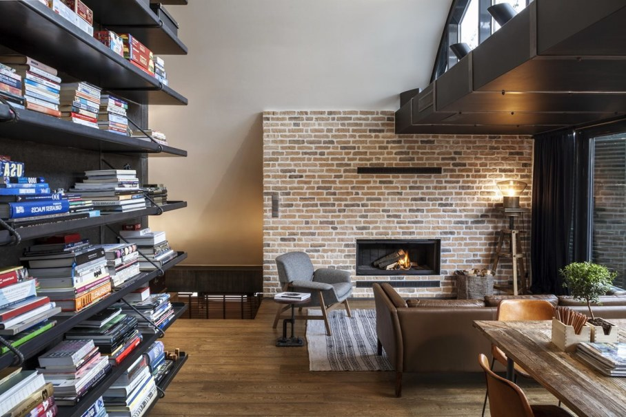 Designer`s Loft 9b In Sofia - Living room with fireplace