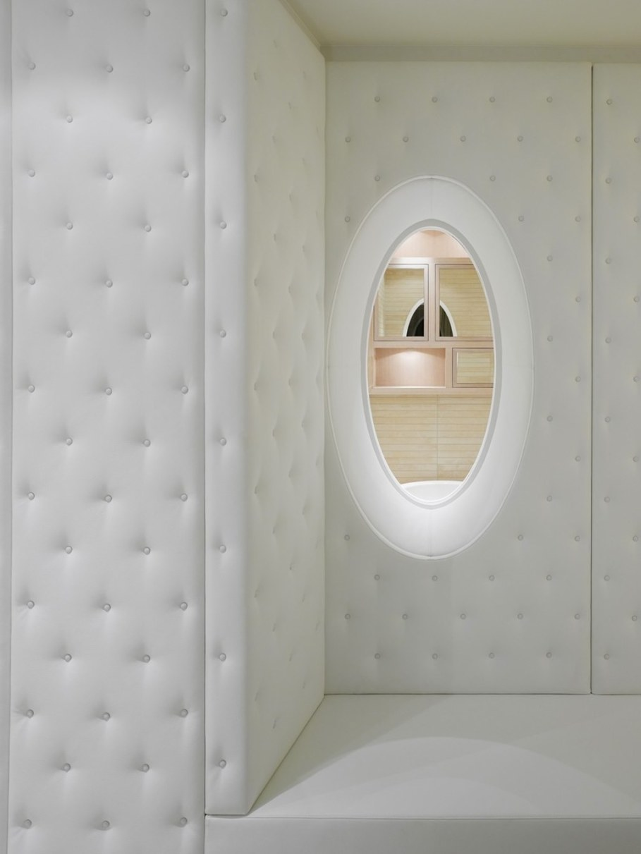 Elegant interior design - A white colour visually increases the space