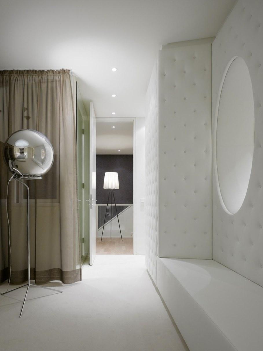 Elegant interior design - bedroom - A white colour and elegant furniture